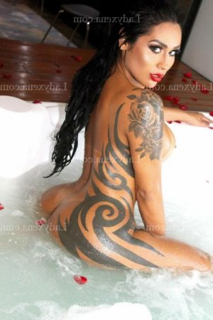 Naemi massage tantrique lovesita