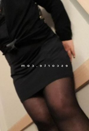 Yosr escort girl massage